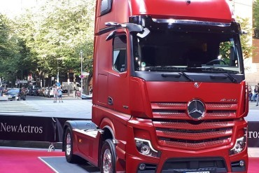 Mirrorless, partly autonomous Actros unveiled