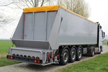 Kraker trailer with bagging unit