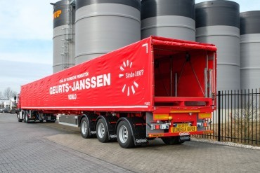 new sliding canopy system for Nooteboom Teletrailer