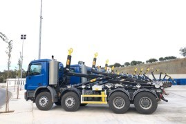 Titan lifts in sale of 12 hookloaders for Hyva North Western Africa